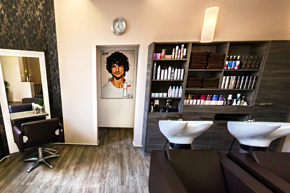 Entspannt & Verwöhnt im Claudias Haarstudio - Haare waschen, tönen, färben und stylen.
